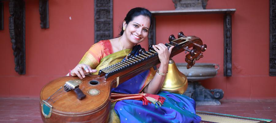 JayanthiKumaresh-slider-blue